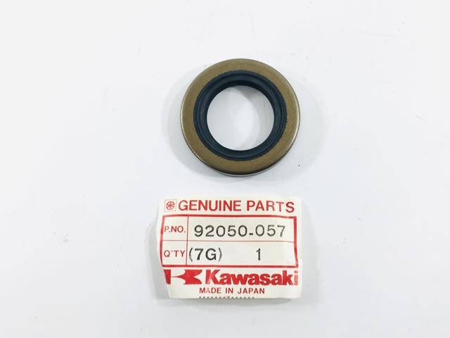 NOS KAWASAKI 92050-013 CRANKCASE OIL SEAL KDX80 KX60 KE100 KX125